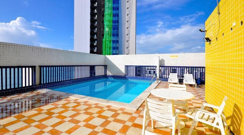 img-piscina-do-studio-everest-aluga-se-flats-mobiliados-em-boa-viagem-recife-pe